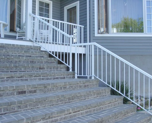 Standard Picket Stairs with Round Top Rail