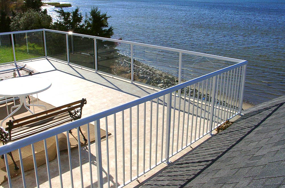 Aluminum deck railing glass powdercoated