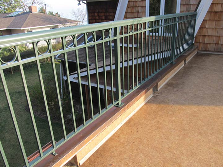 Welded Picket, Panel Style 2 with Square Top Rail