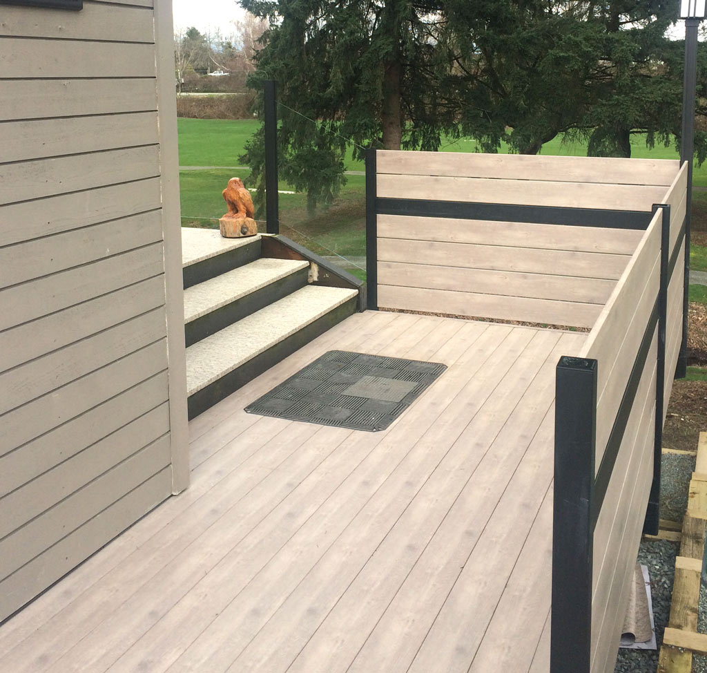 Knotwood Aluminum Plank Privacy Deck